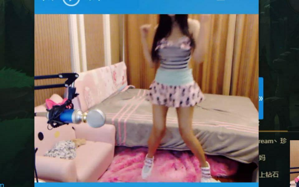 虎牙陆雪琪的照片_6.28陆雪琪被观众惩罚泳装尬舞