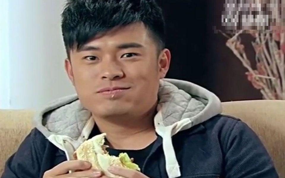 《爱情公寓》曾小贤吃汉堡能吃出这种表情,服了!