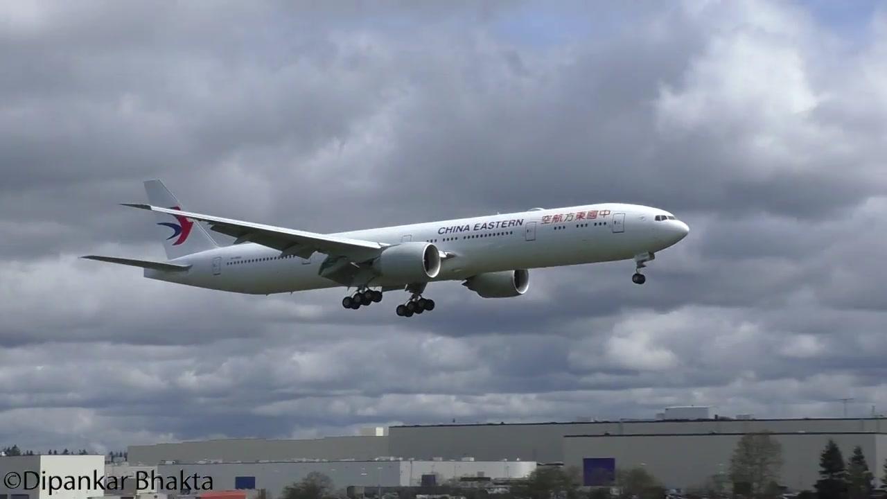东航777-300ER新机交付前试飞