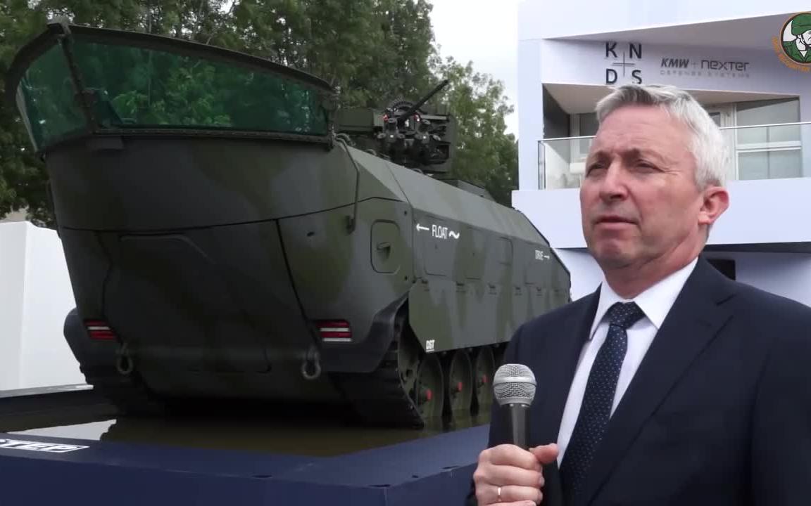 军火展记者带你看装甲车坦克