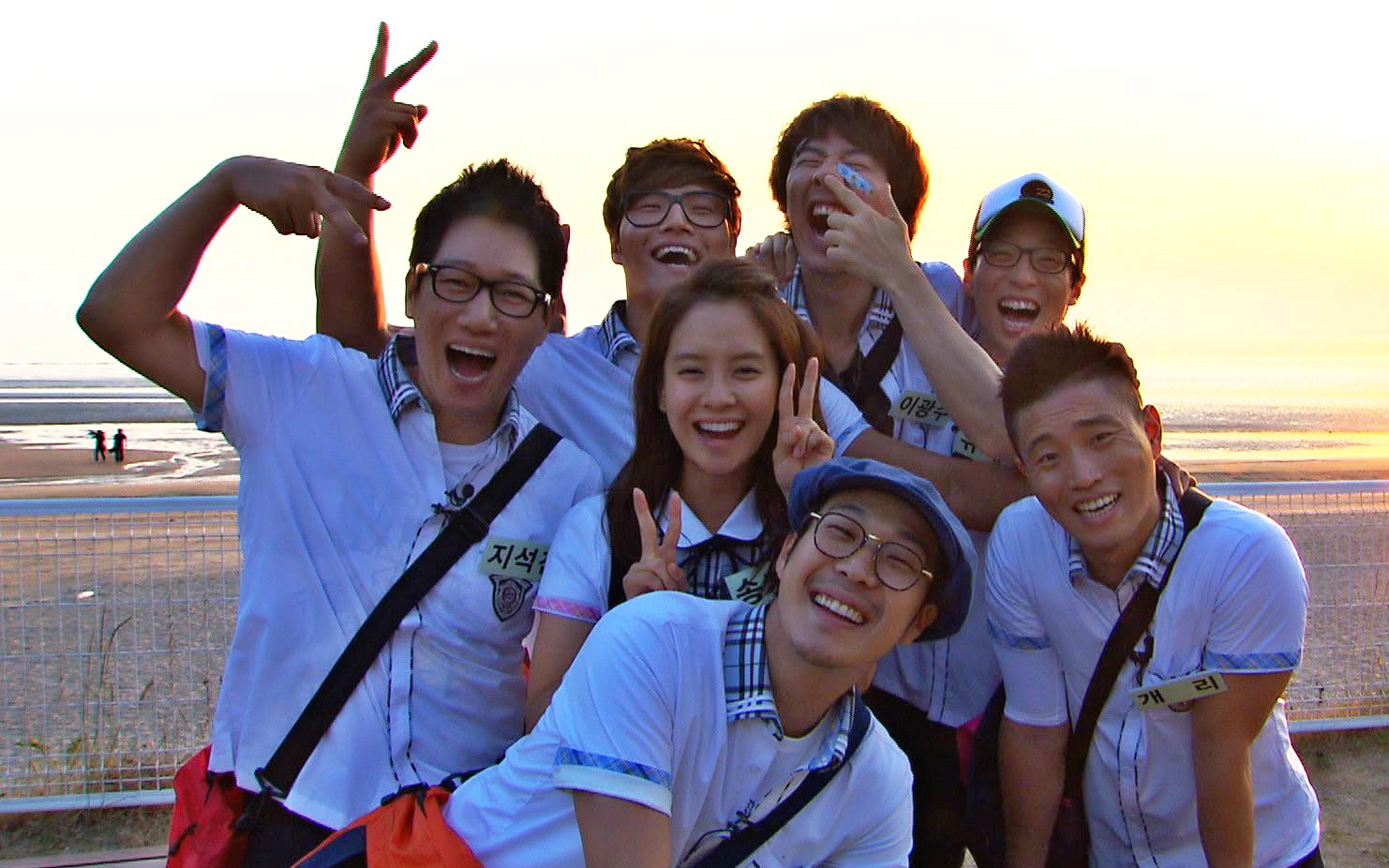 runningman李光洙穿着橙色羽绒服,带着荧光绿帽子是哪图片