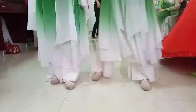 【Seve】学校演出时,两位漂亮小姐姐即兴