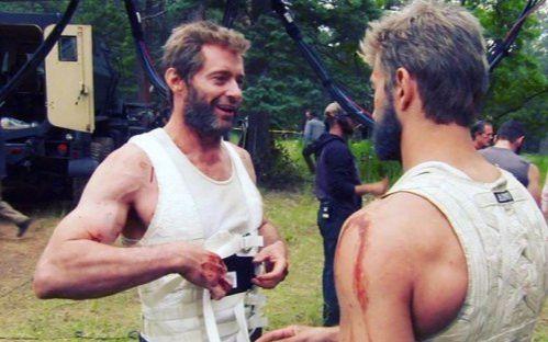 《金刚狼3》现场拍摄花絮,原来狼叔和狼女手上的钢爪这么来的