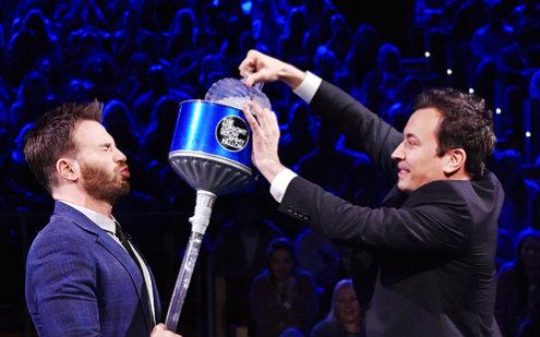 【搬运中字】Chris Evans和肥伦玩冰冻21点扑克牌游/谷大白话译