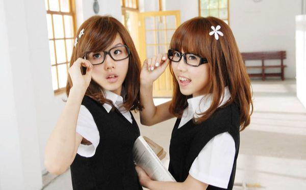 觉得那两个姐姐好漂亮图片