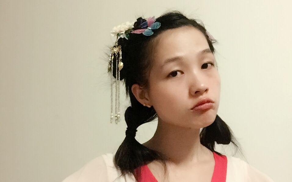 一款夏季清爽无刘海的汉服古风蝴蝶仙子发型图片