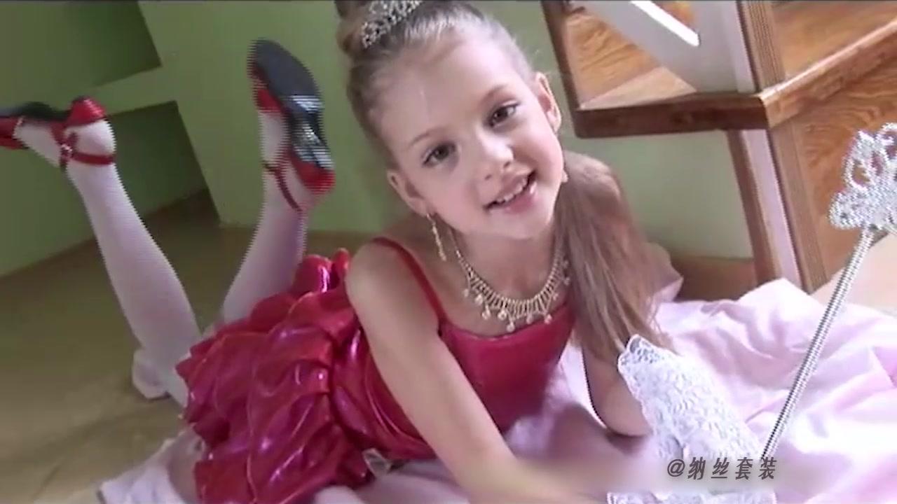 欧美小模特ValensiyaS的白丝网袜体操服裙装写真剪辑4_哔哩 ...
