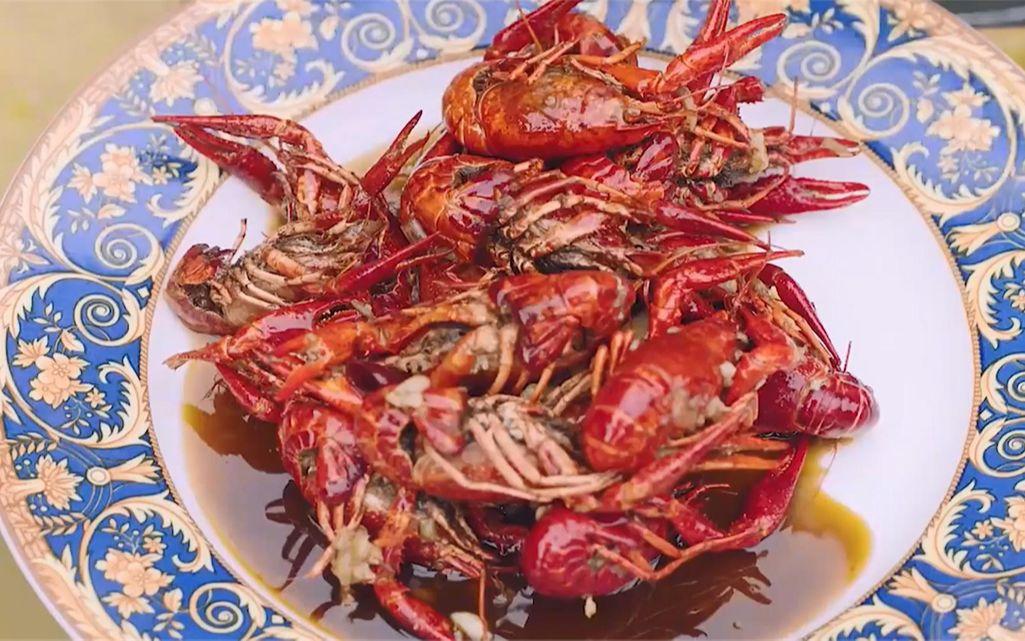 那些穿越剧中的美食:蒜香小龙虾风靡全京城,自制炸鸡可乐和泡面