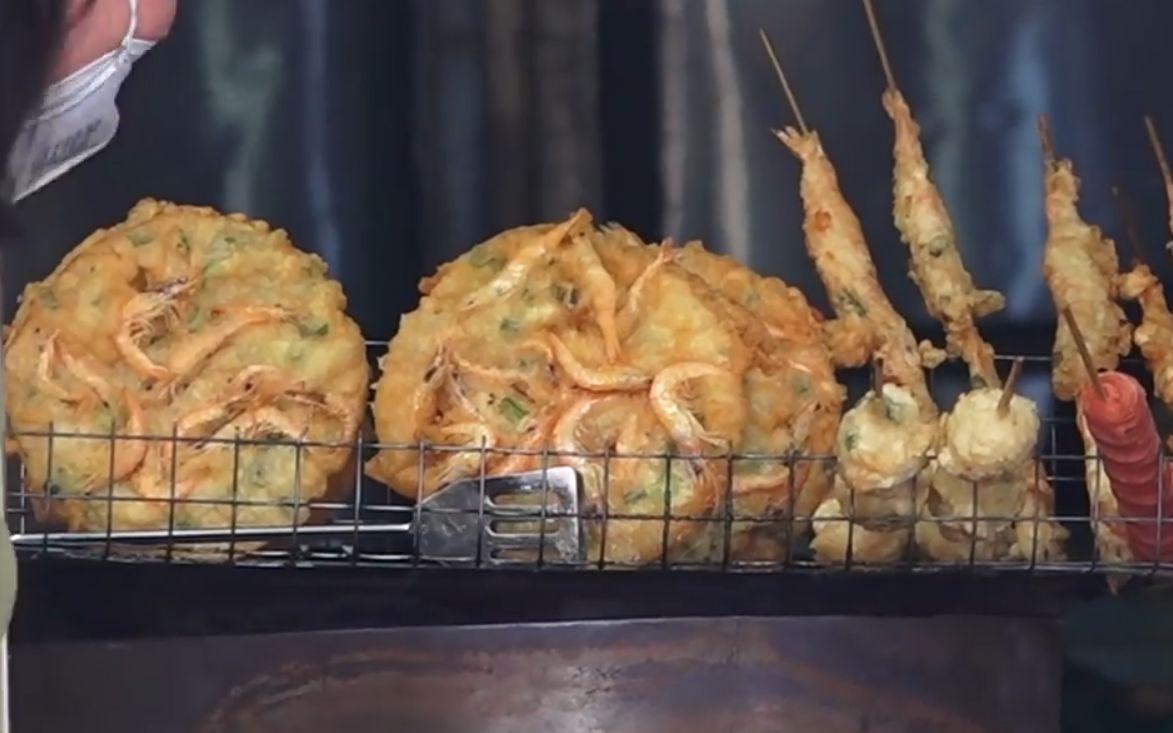 中国街头5块钱的虾饼,油管老外:这个西欧能卖18欧元,油管评论翻译