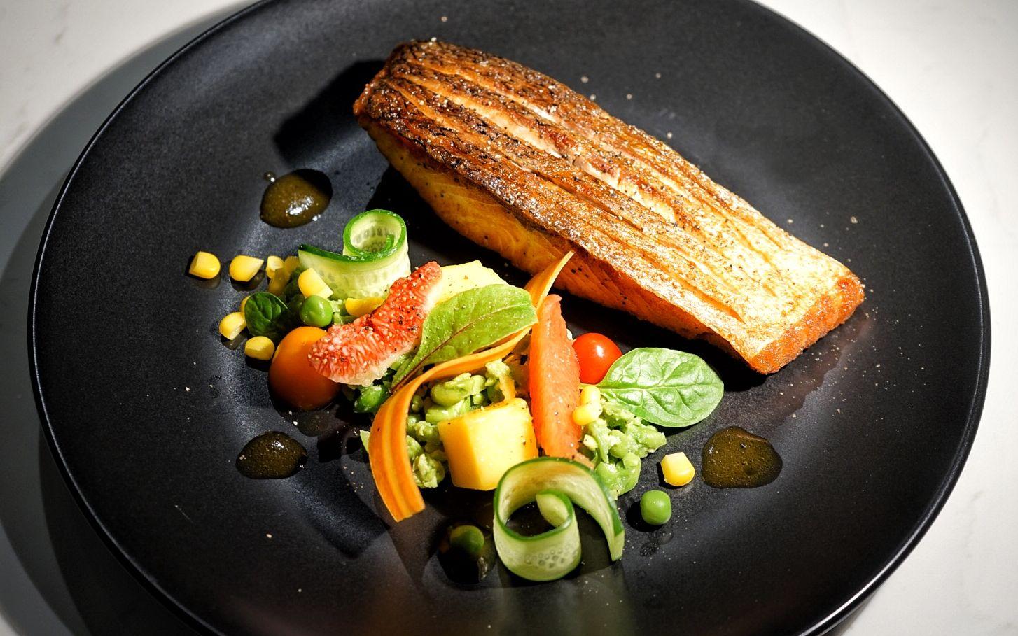 Pan Seared Crispy Salmon 香煎三文鱼