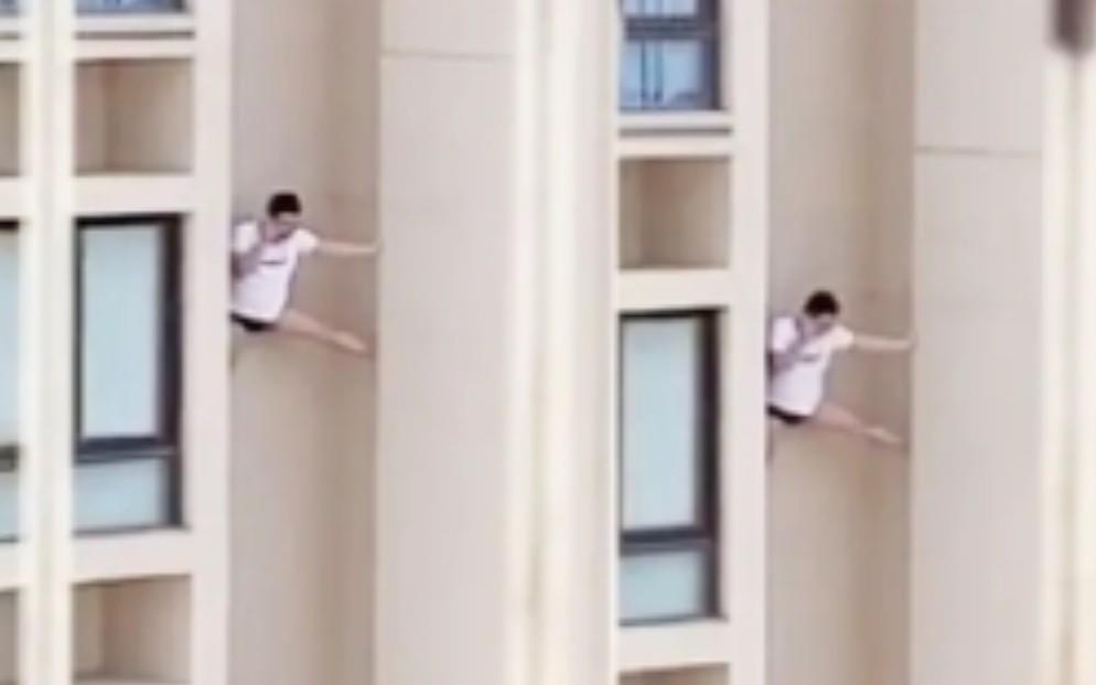 最强老王?网曝一男子在高楼外墙苦苦支撑打电话…