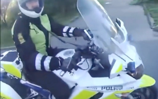 惊险POV!挪威骑警高速拦截非法电动车实录