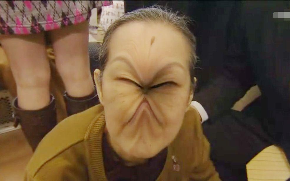 日本老奶奶做爱_日本恐怖电影,男人不给老奶奶让座,老奶奶露出可怕表情
