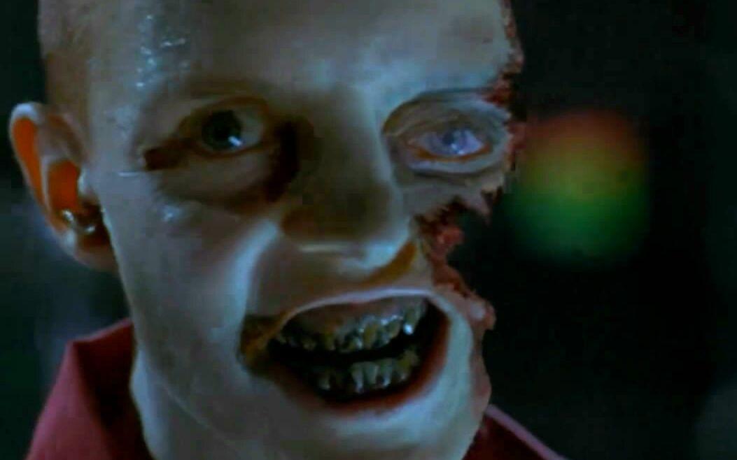 【将军】几分钟看《生化危机1》因作死引发全球恐怖尸变的经典丧尸电影!