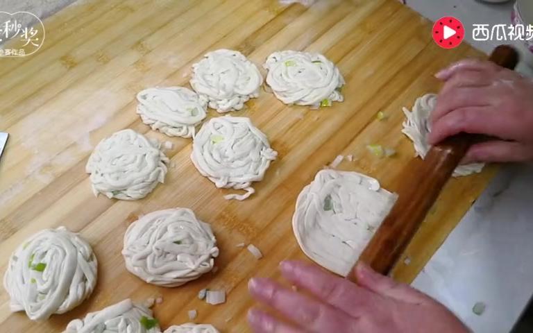 农村源子:金丝饼这样做太好吃了,酥香可口,香味十足,吃上瘾了
