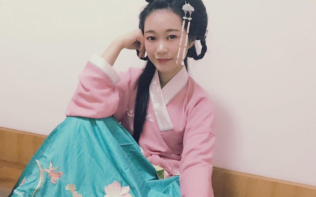 微博:@汉萌-央央  这里可能会出一些汉服发型,妆容的视频和舞蹈视频.图片