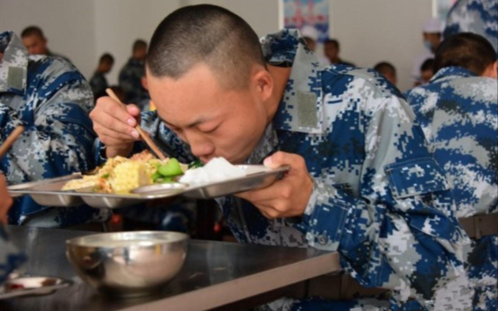 新兵入伍第一餐吃什么?部队这一不成文的规定,让你想不到