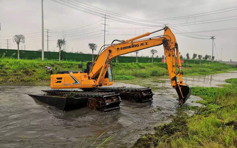 实拍vlog:农村小河在用挖掘机清理河道,想不到还有意外收获!