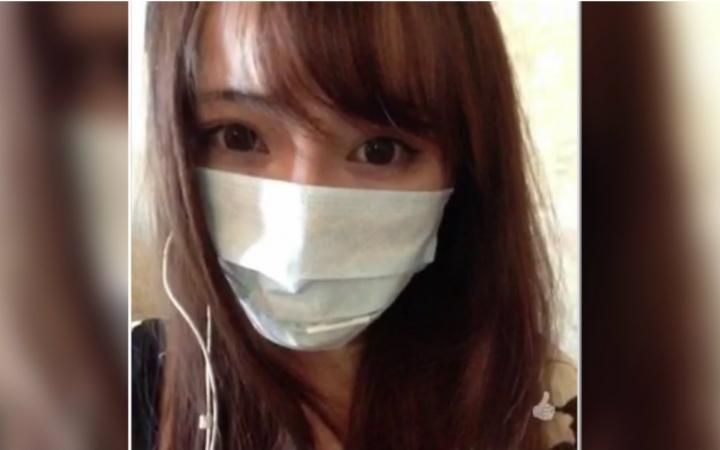 戴着口罩,我也能感受到她是个美女!