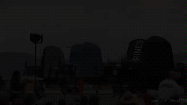 """F4U""""海盗""""战斗机飞行表演"""