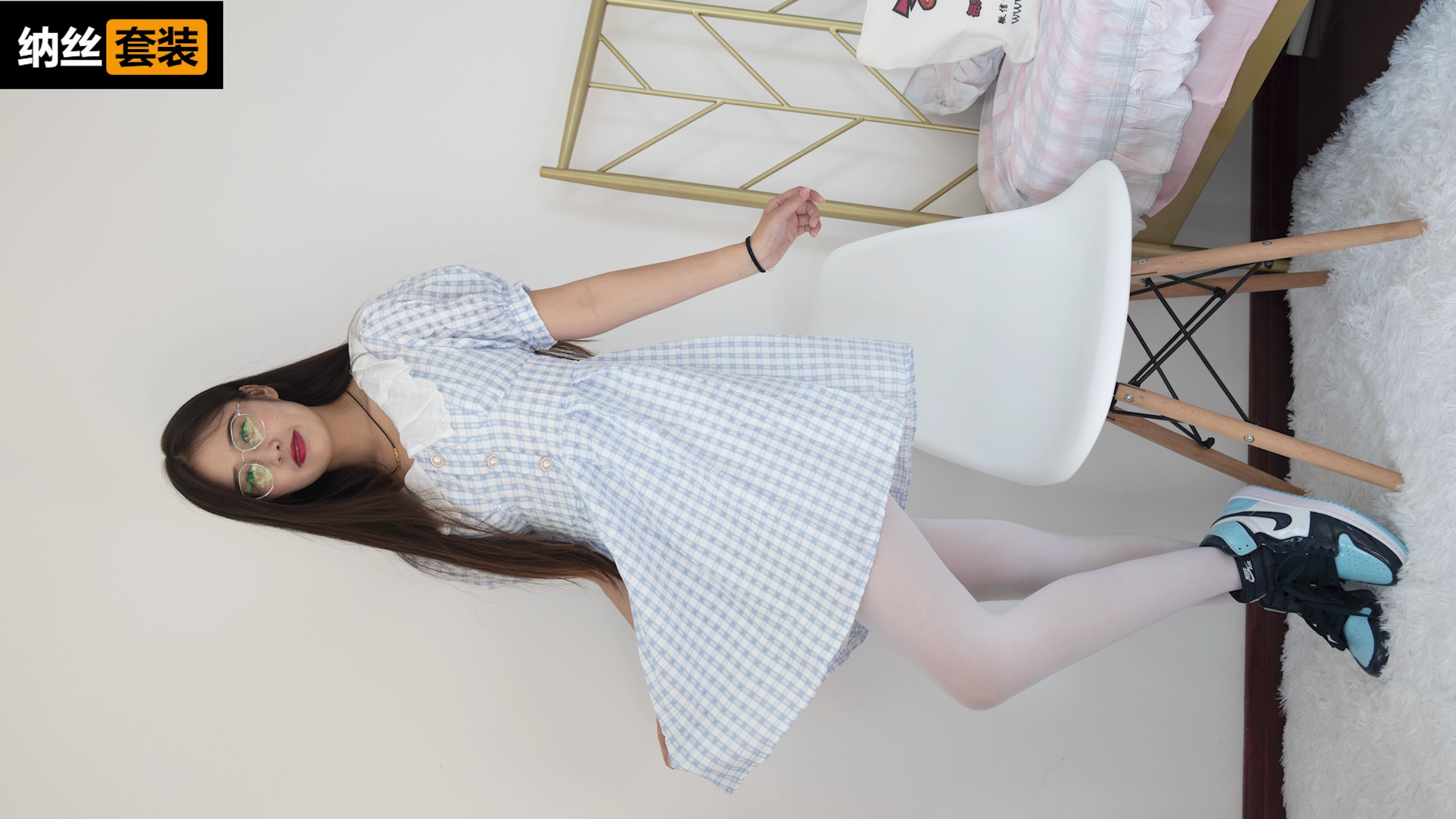 4K 美女白丝AJ鞋长裙学院风写真拍摄花絮88