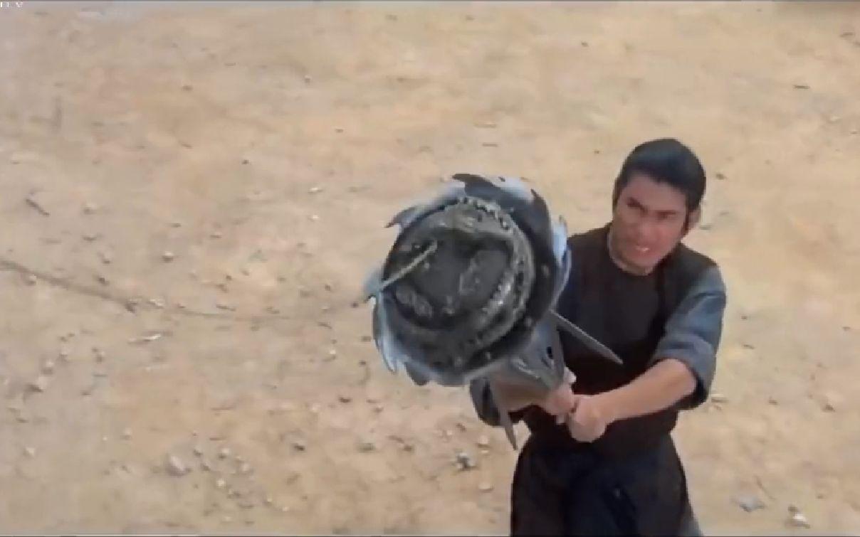 江湖暗器血滴子闻风丧胆,怎料少侠自制铁器,专门克它!