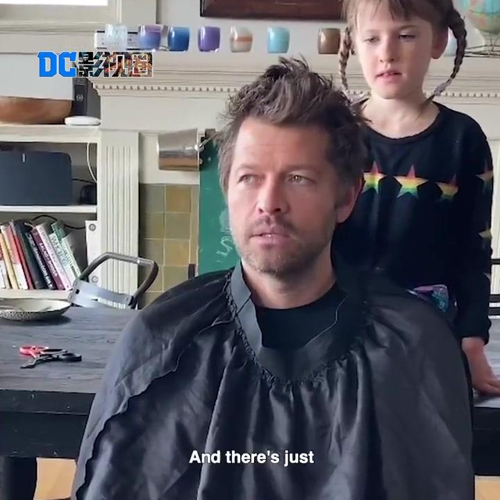 《邪恶力量》天使Cas让闺女剪头发