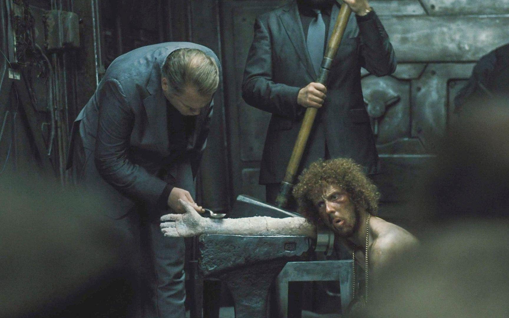 末世来临,穷人手臂被冻成冰棍,人们被分成三六九等,影视
