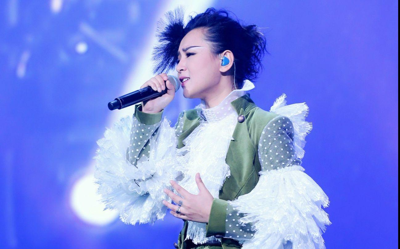 求一首女歌手演唱的粤语歌,其中有一段是用京剧演唱的