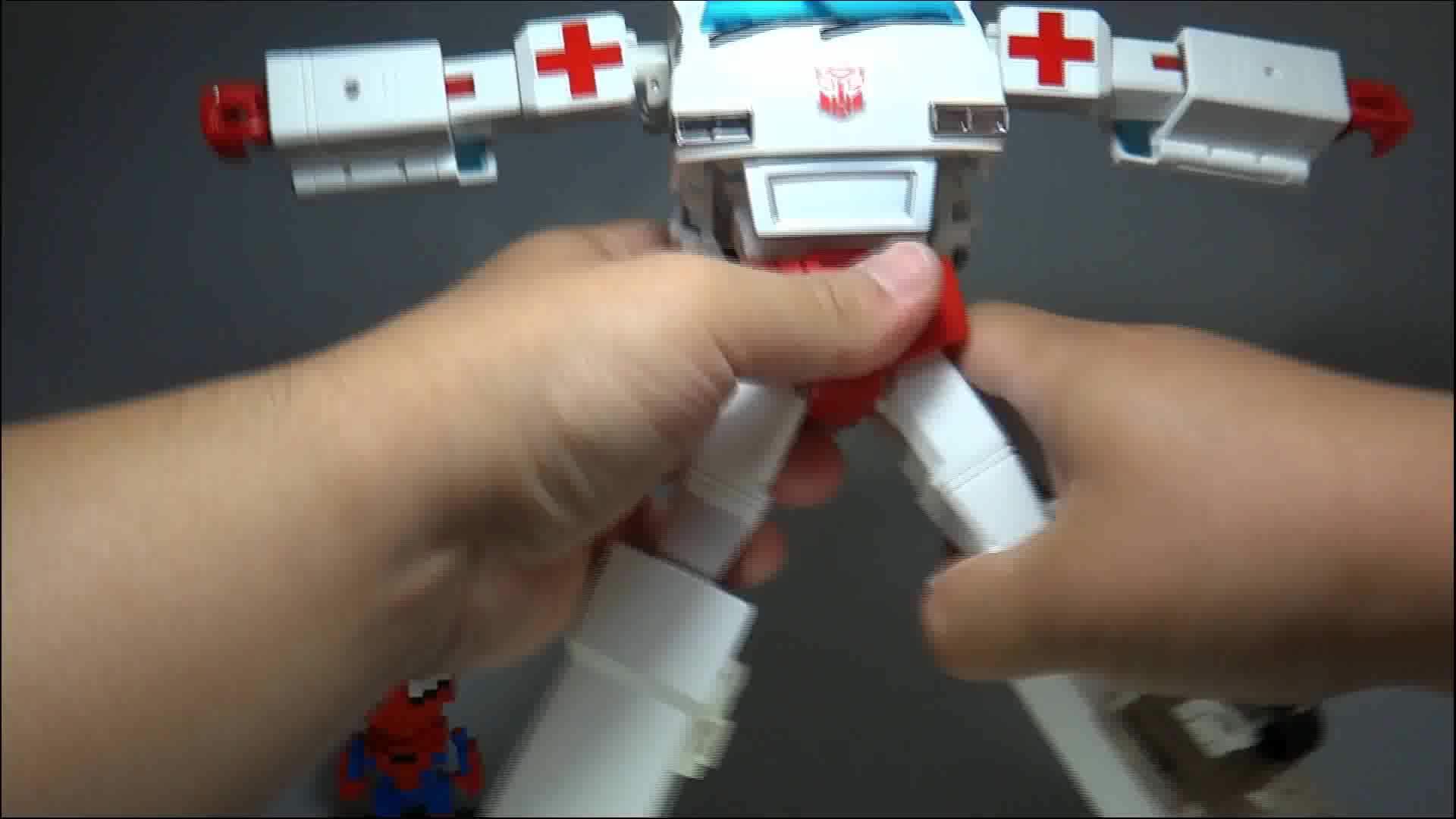 叉鱼的变形金刚分享115-威将(KO MP30)救护车