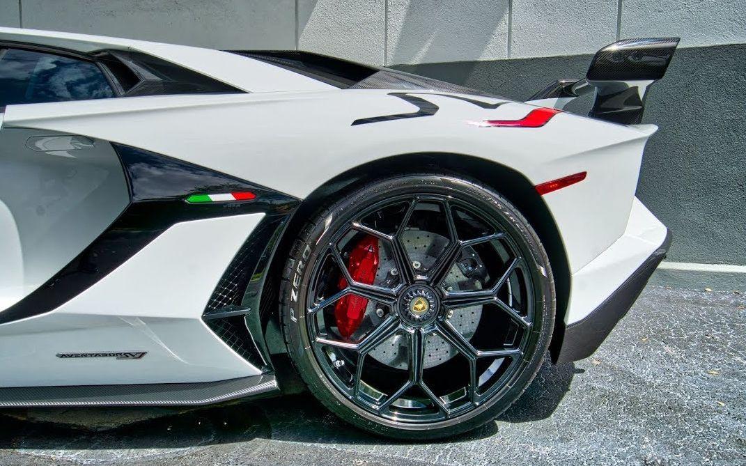 兰博基尼 Aventador SVJ 759马力 白色野兽 启动 内饰 外观细节 驾驶 来自迈阿密兰博基尼