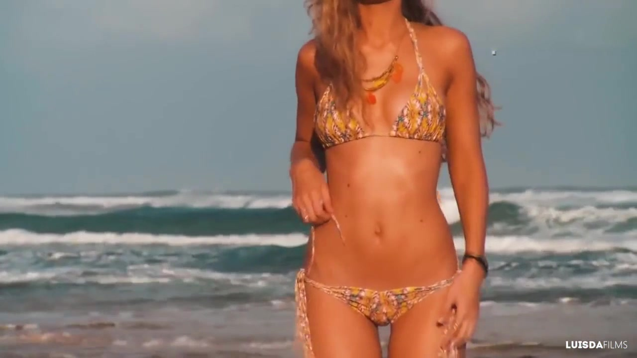 超模Gigi泳装写真 性感女神当之无愧