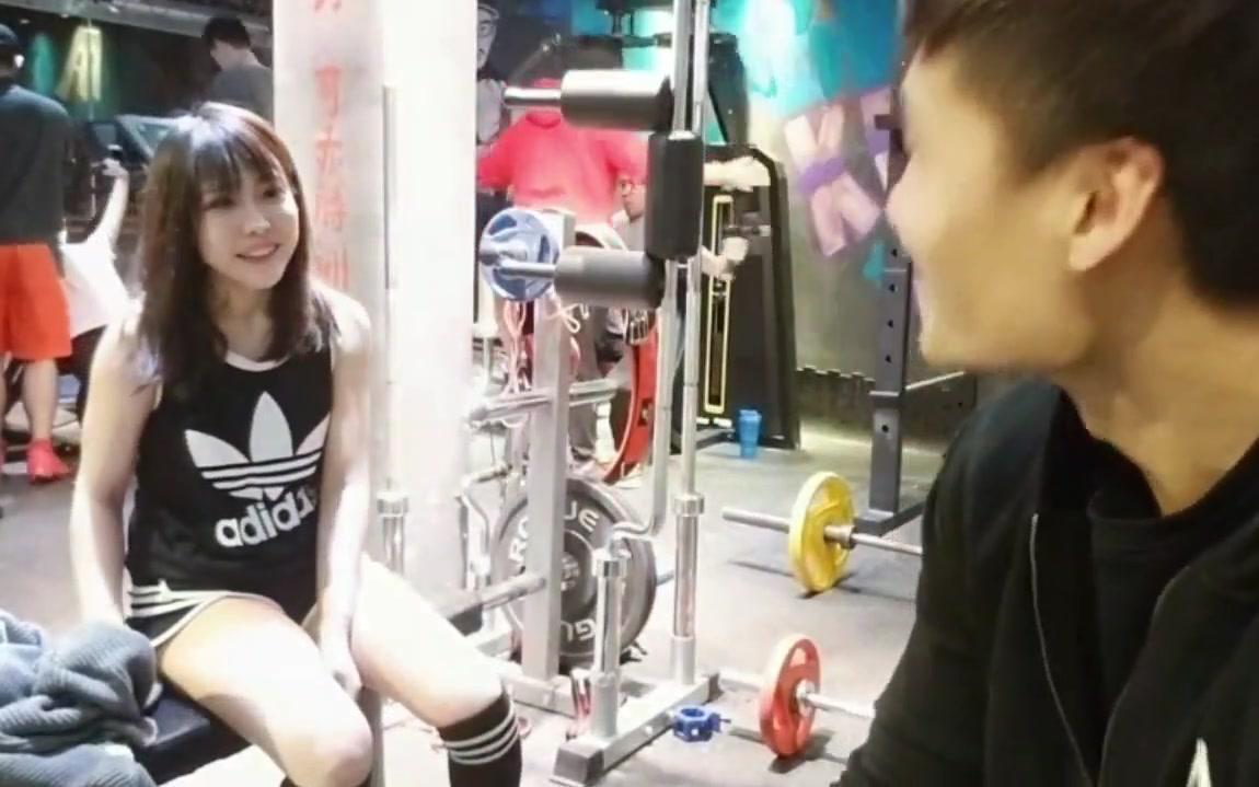 和曾经的某鱼三骚之一卡卡小姐姐一起健身-国产肌肉男新工作室日常篇!~