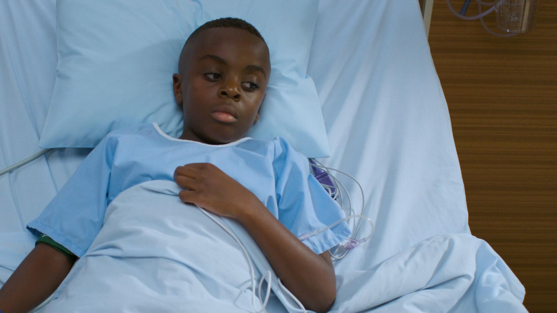 男孩儿陪母亲体检,自己却被告知得了宫颈癌 良医第五季第一集