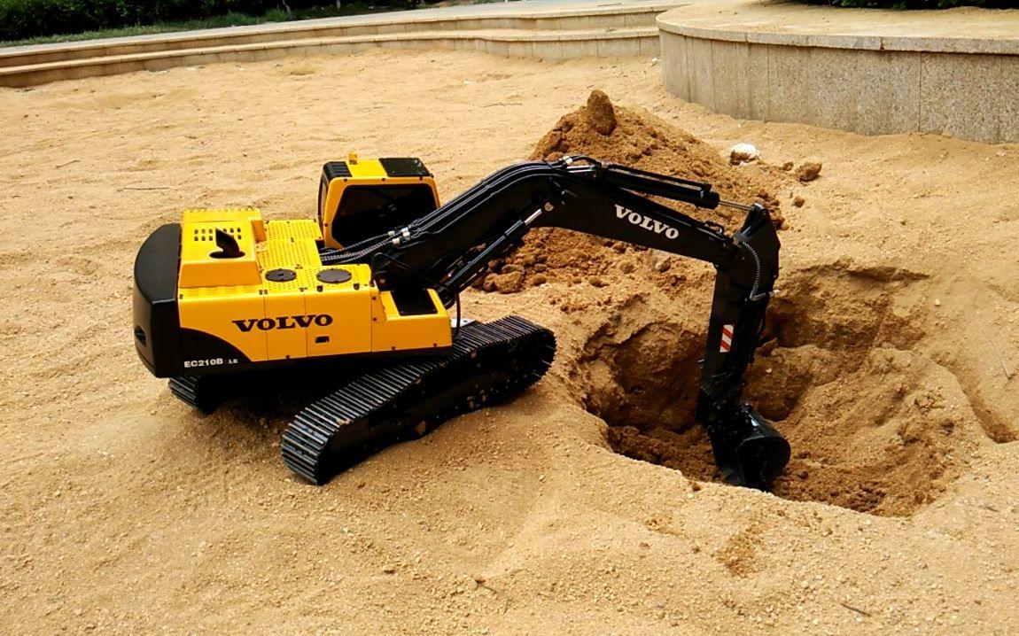 rc液压挖掘机模型 在沙坑里挖个坑图片