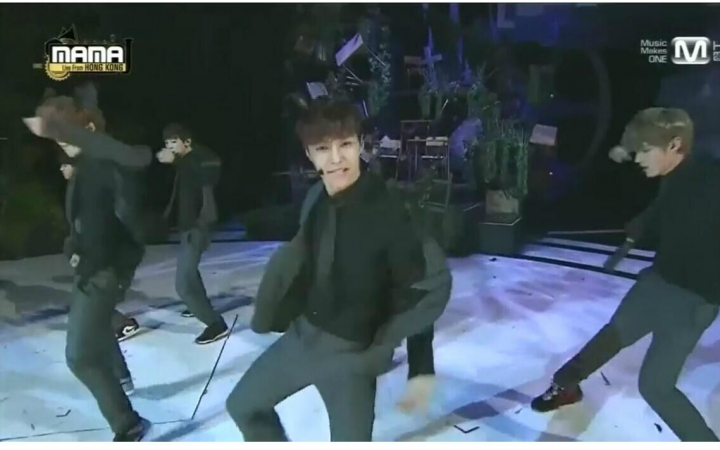 【exo】2013 mama颁奖典礼现场 咆哮 exo-k and exo-m