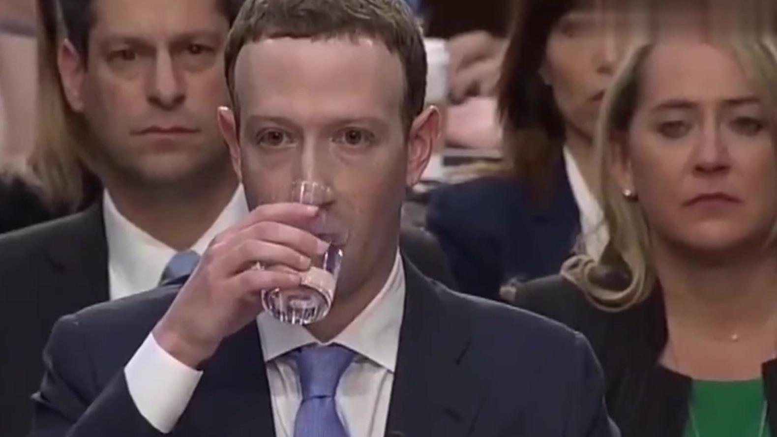 得有多大的谈定才能让扎克伯格在听证会上把一杯水喝成拉菲的感觉