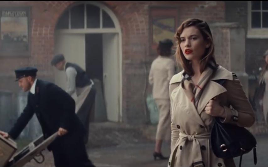 burberrytrench电影的微风衣美女跟李连杰比刀快是什么电影图片