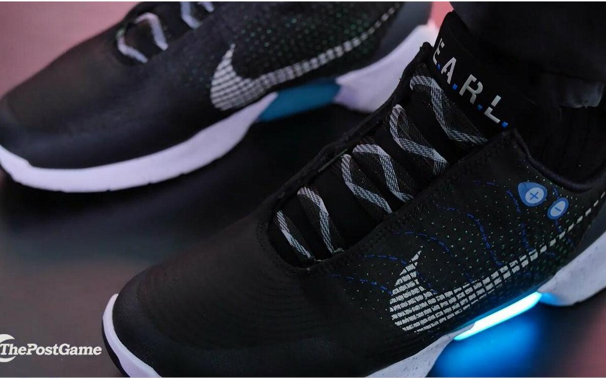 耐克发布自动系鞋带运动鞋 充电3小时使用14天 还有led灯哦