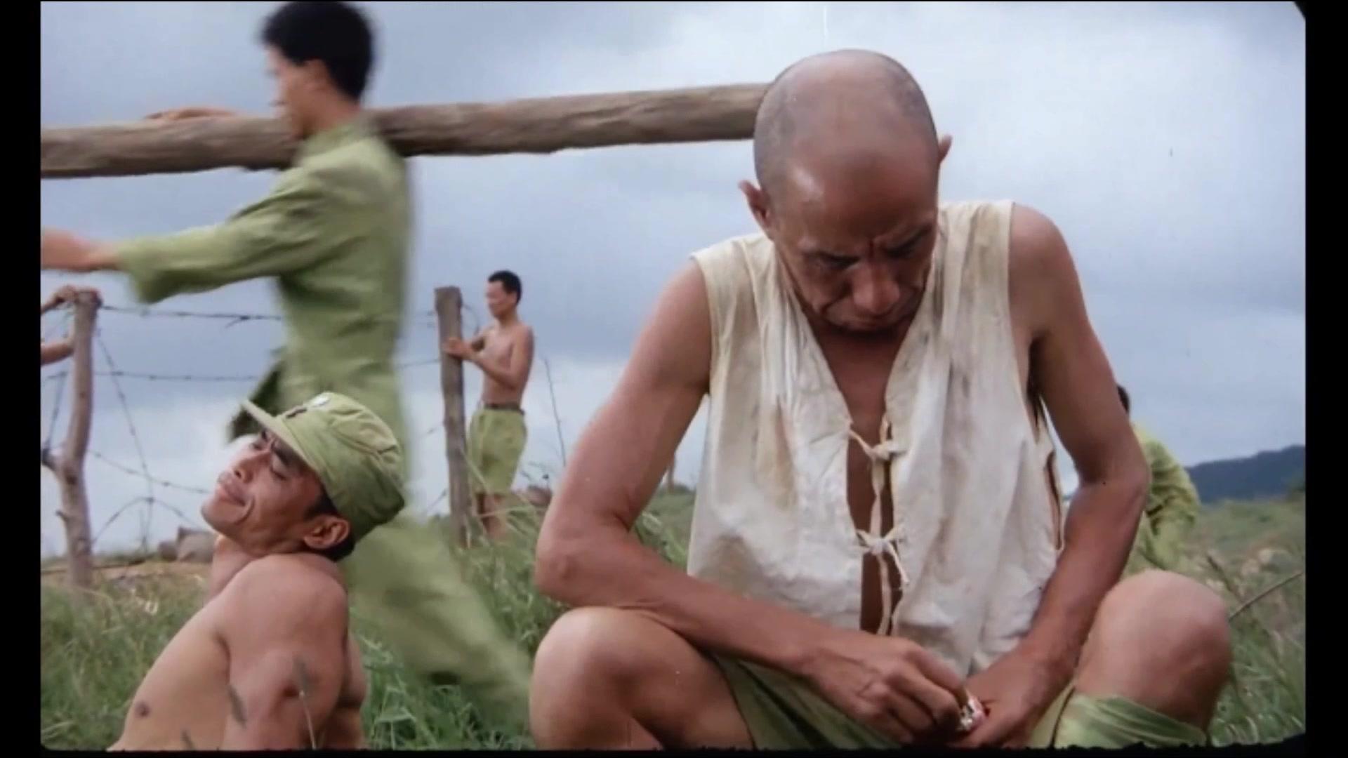 三毛从军记:魏宗万出演搞笑片段,三毛干活打桩这部分笑的忍不住
