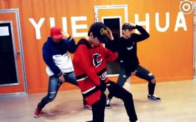 王一博教跳舞视频