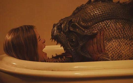 【暴影君】5分钟看完美国恐怖片《食人鱼3DD》现已加入啃得鸡豪华午餐