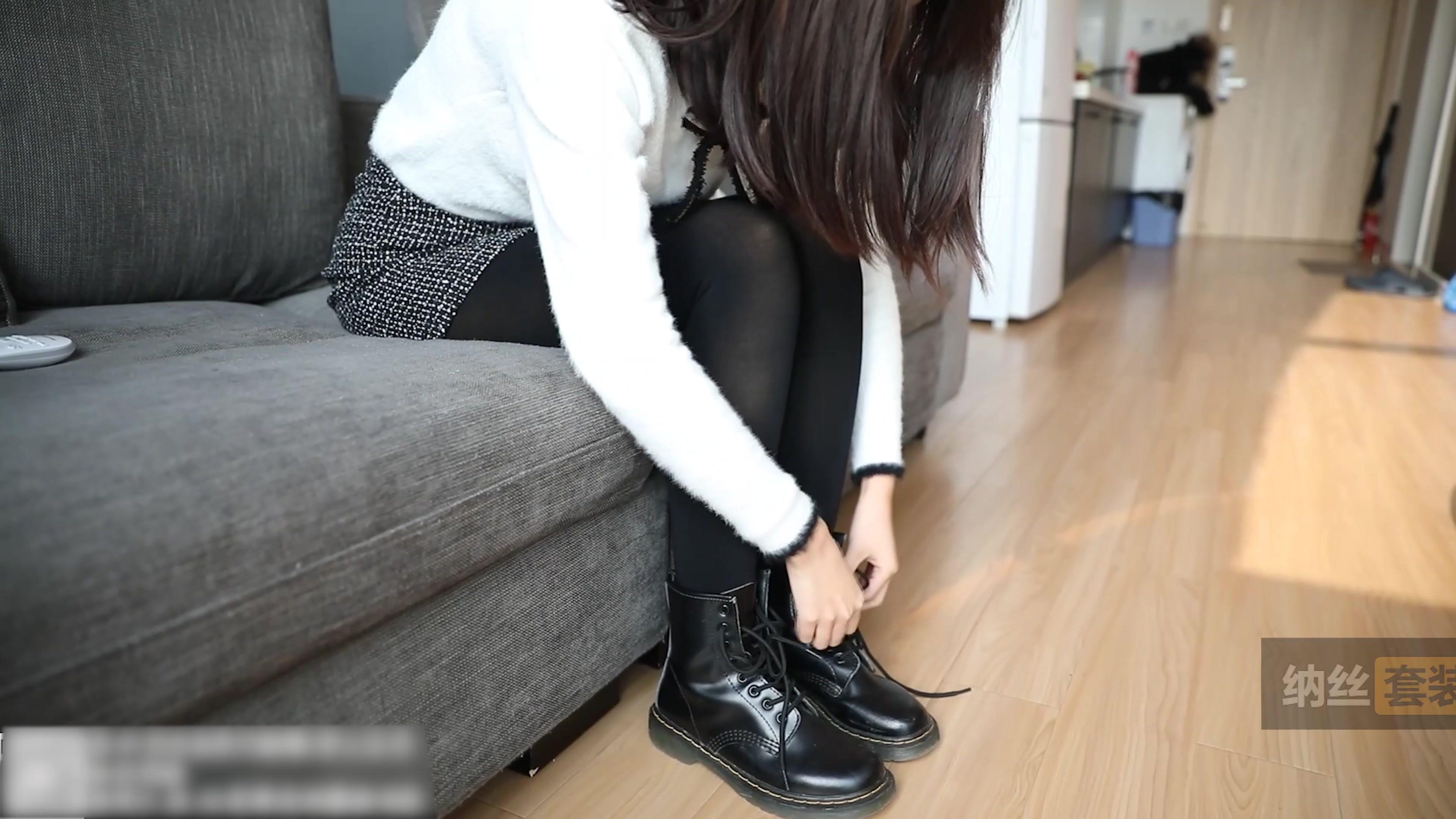 4K 美女厚黑丝打底裤马丁靴学院风写真拍摄花絮