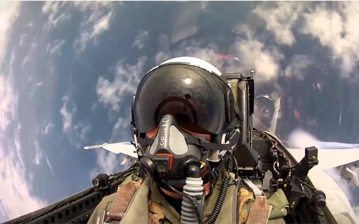 【gopro】f-18 战斗机飞行员第一视角图片