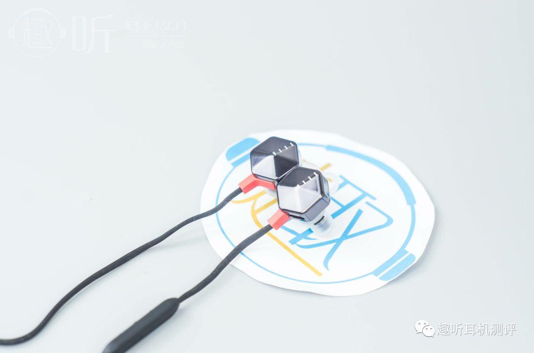 �y�b9il�(�_fiil/斐耳 carat 入耳式蓝牙耳机体验测评报告