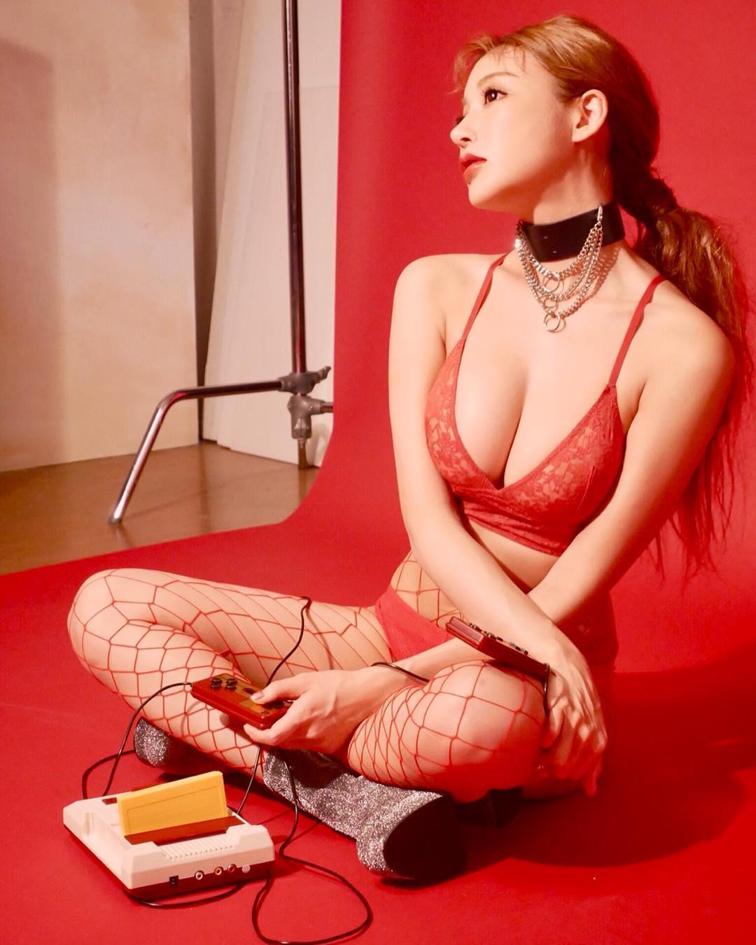 明日花绮罗色情明星_【女神每日新闻】明日花绮罗ins日常写真2.