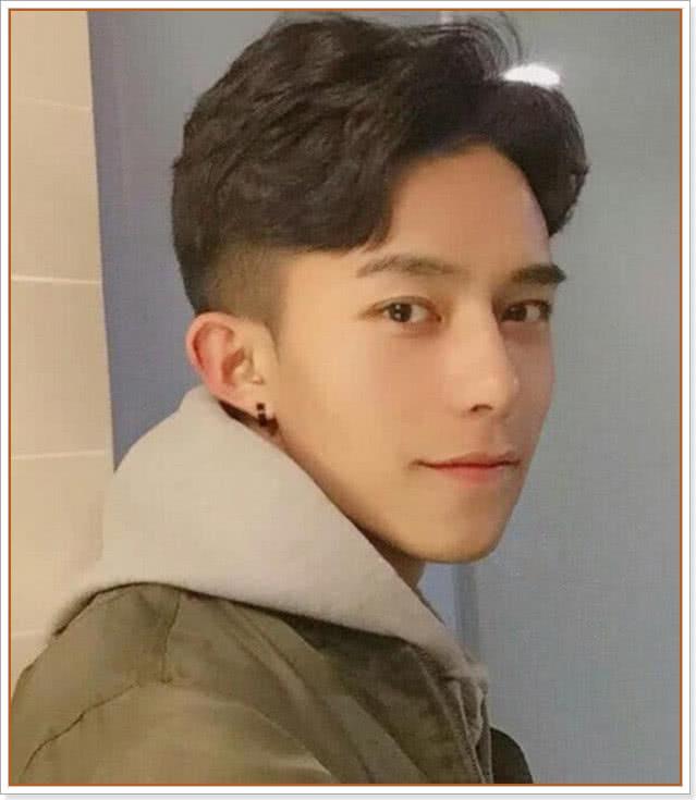 """19年最新时尚男士发型,括号刘海丸子头上榜,""""两边剃""""被淘汰图片"""