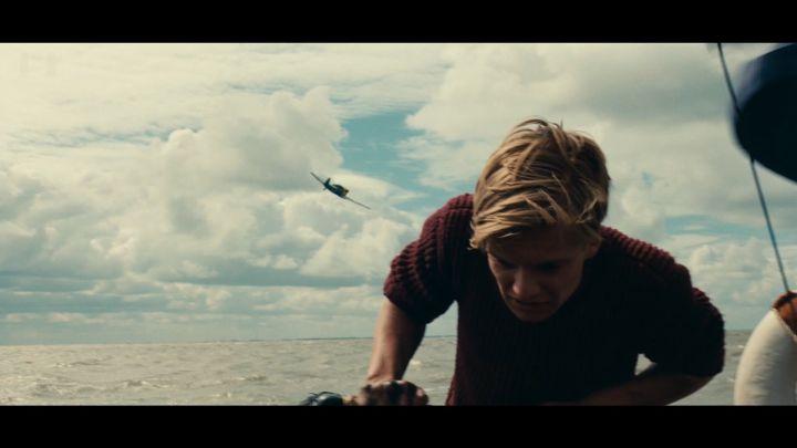 汤姆哈迪无油引起的飞机滑翔了德军飞机,欢呼一片击中.戛纳电影节2012图片
