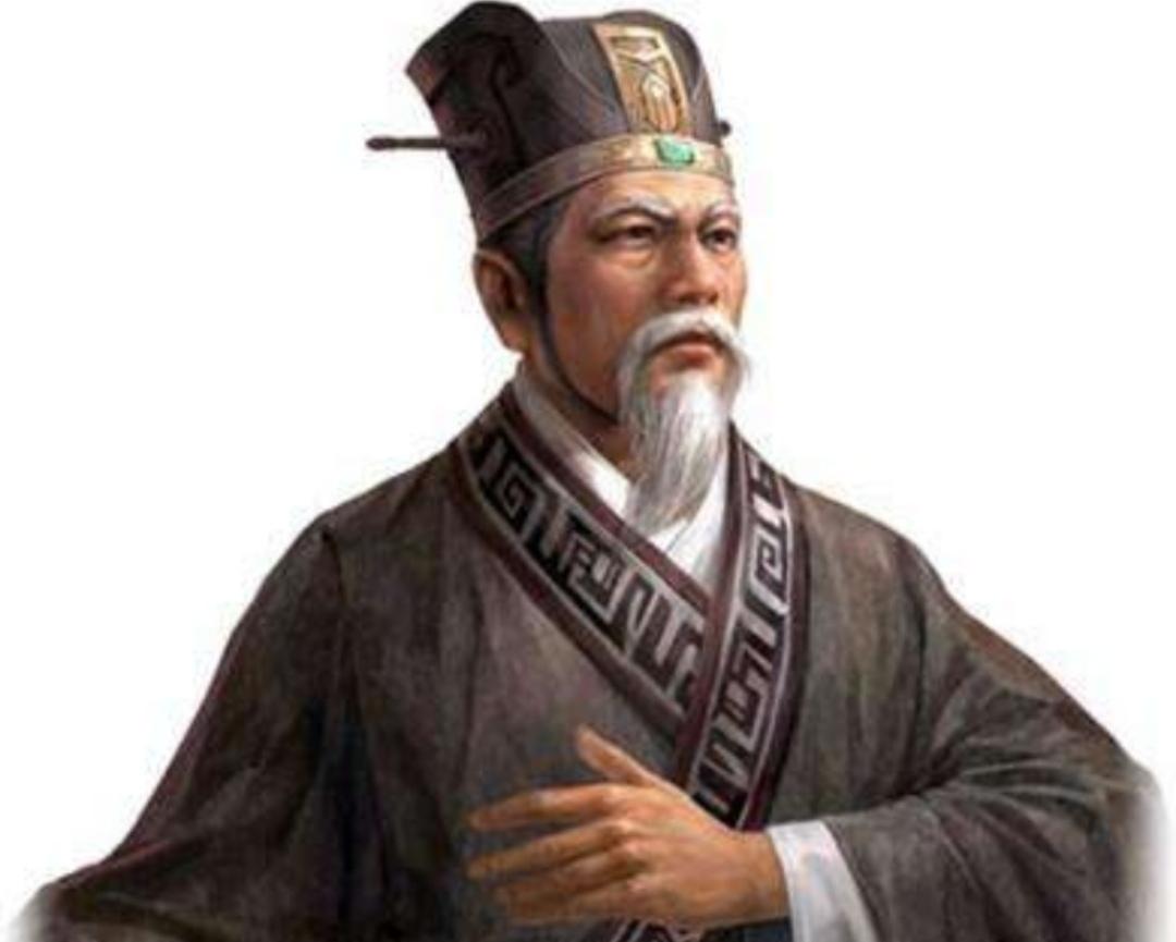 孙策创立帝业时,就命张昭为长史,抚军中�o将, 入堂拜见孙策的母亲,就