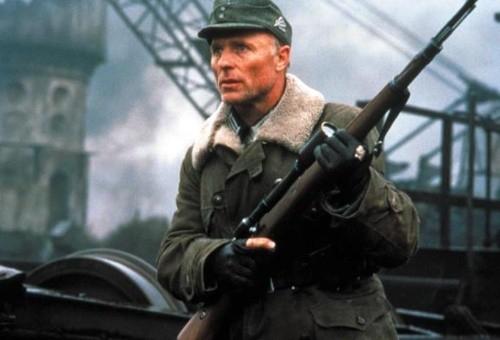 电影《兵临城下》中艾德哈里斯使用的德军狙击手所饰演的毛瑟98k6vhao.tv电影网站图片